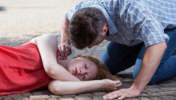 Потеря сознания при высоком давлении: причины и первая помощь