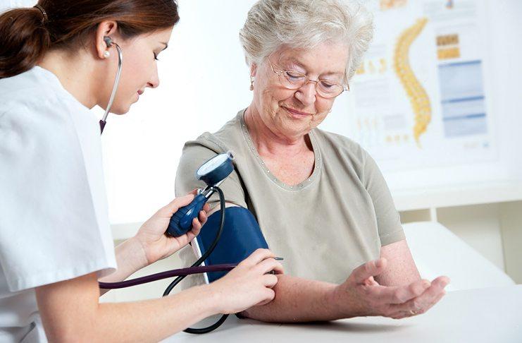 Как и чем лечить высокое кровяное давление в пожилом возрасте