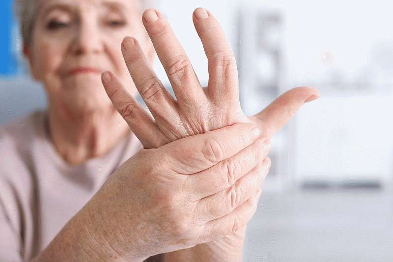 У больных дрожат руки