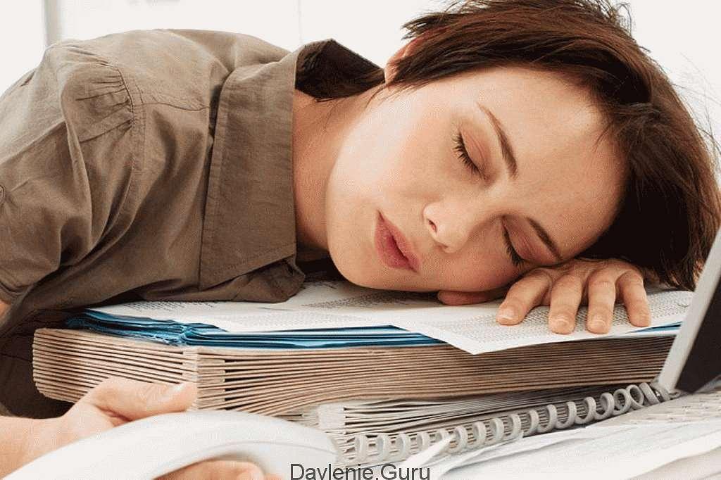 Недостаток отдыха и сна