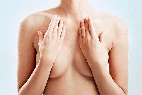 Жировик на груди
