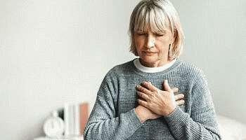 Боль в грудной клетке посередине: причины, диагностика, лечение